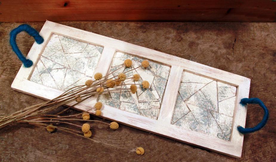 Tálca képkeretből, merített papírmozaik díszítéssel